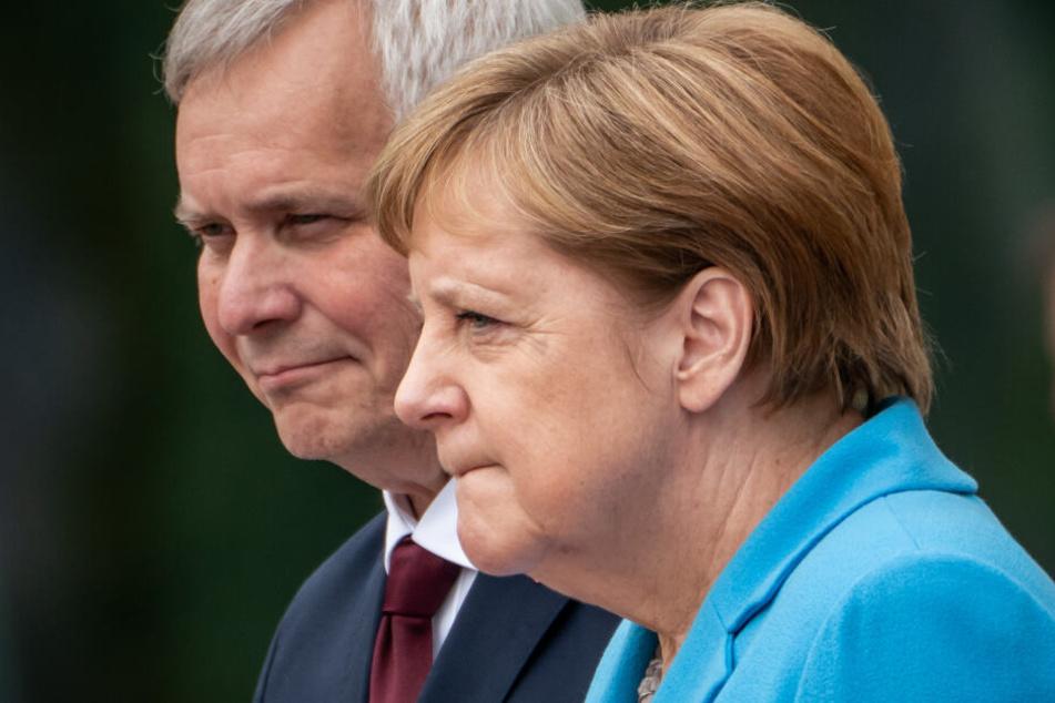 Merkel während ihrer letzten Zitterattacke neben dem finnischen Regierungschef Antti Rinne.
