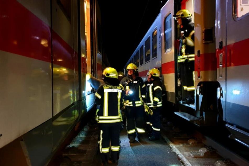 Rund 450 Fahrgäste des ICs, der auf der Schnellstrecke von Berlin nach Hamm unterwegs war, hätten anderthalb Stunden in dem mitten im Wald verunfallten Zug auf Ersatzverkehr warten müssen.