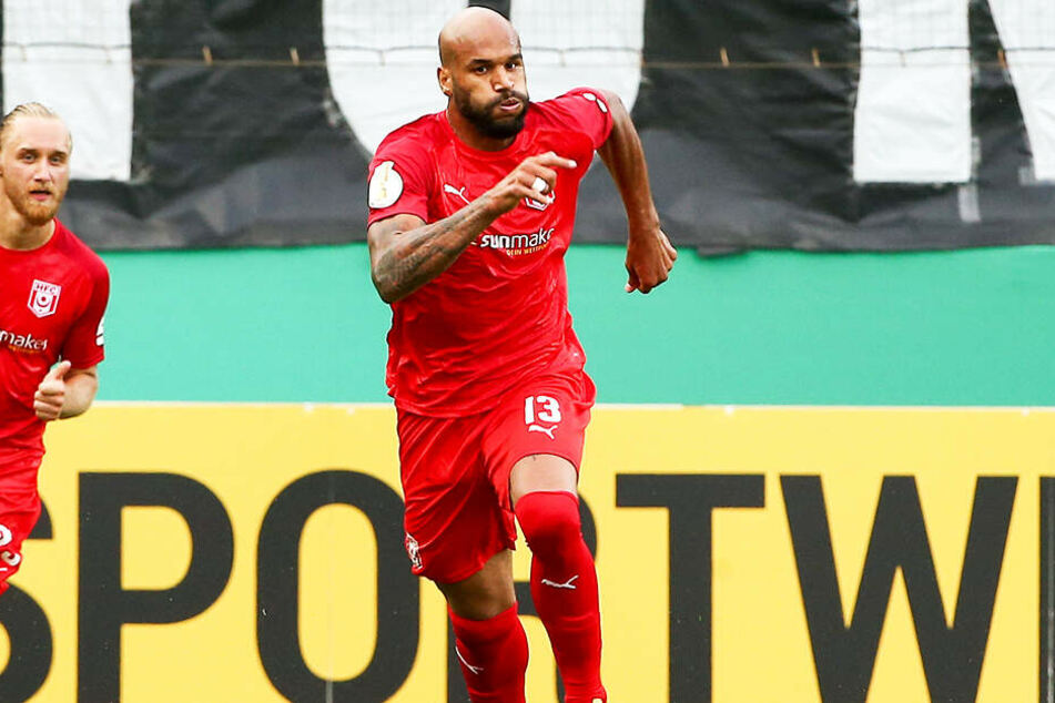 Terrence Boyd (r.) hat beim Halleschen FC voll eingeschlagen: Nach vier Spielen hat der frühere US-Nationalspieler drei Tore geschossen und zwei Treffer direkt vorbereitet.