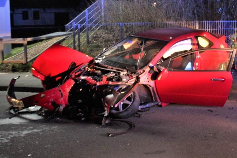 Der Honda Civic war nach dem Unfall nur noch Schrott.