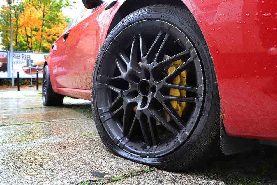 In der Nacht zu Donnerstag wurde an zwölf Fahrzeugen Reifen zerstochen. (Symbolbild)