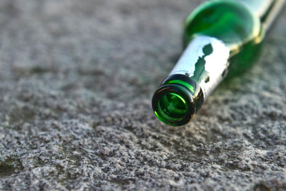 Mann bekommt Bierflasche in Hals gerammt und wird schwer verletzt