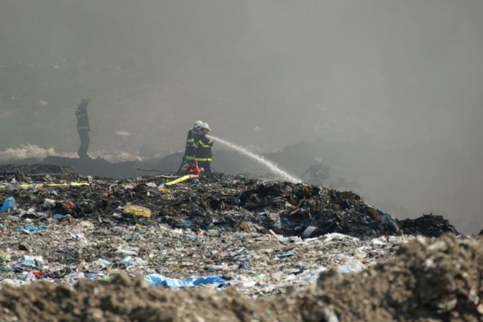 Der Müll hat sich laut Abfallunternehmen selbst entzündet.