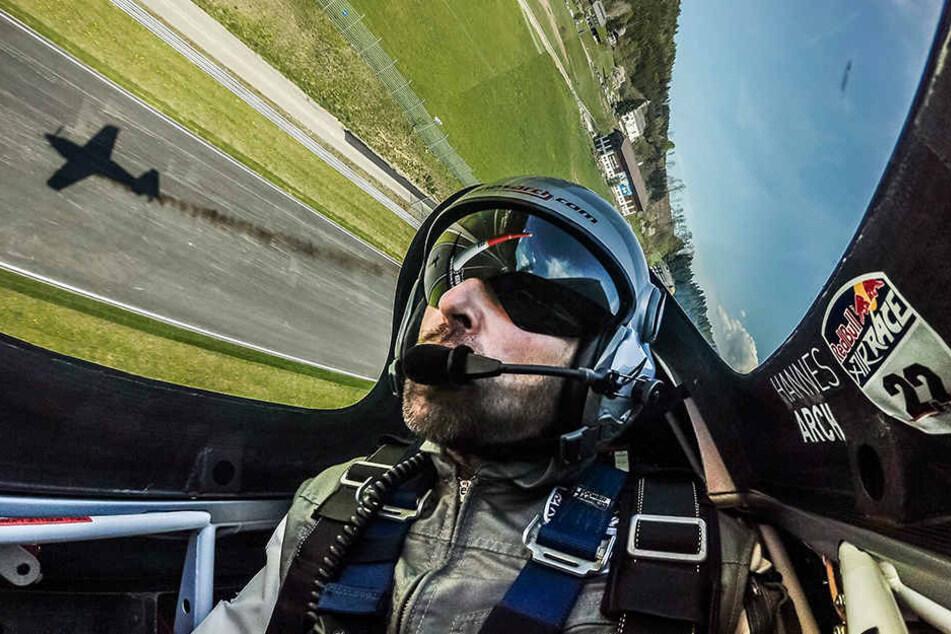 Hannes Arch war einer der weltbesten Kunstflieger - 2008 wurde er Weltmeister im Red Bull Air Race.