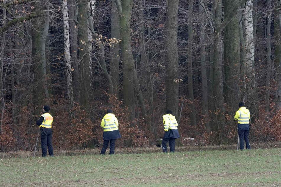 Der Vermisste wurde am Samstagvormittag auf einer Wiese am Waldrand nahe der Muldenstraße gefunden. (Archivbild)