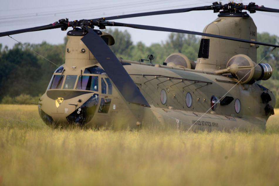 Warum steht US-Army-Hubschrauber auf diesem Feld in Sachsen?