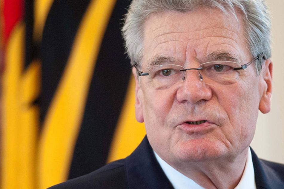 Der damalige Bundespräsident Joachim Gauck spricht im Schloss Bellevue in Berlin.