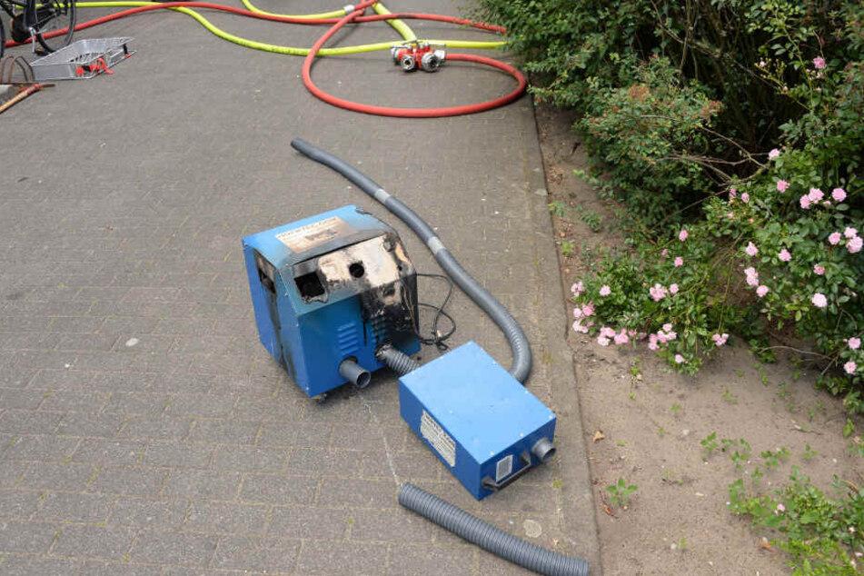 Die Feuerwehr konnte das brennende Gerät schnell löschen.