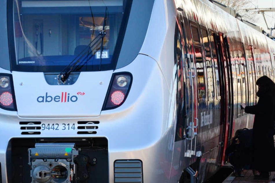 Im Stuttgarter Netz brauchen die Bahn-Konkurrenten Abellio (Archivbild) und Go-Head über 300 Lokführer.
