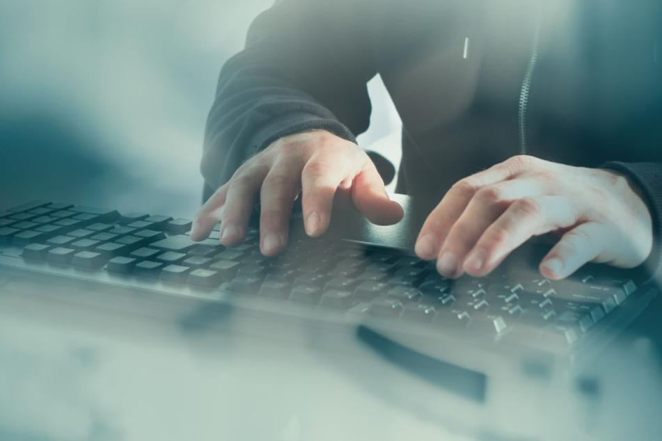 Der Mann (24) soll illegal mit Datensätzen gehandelt haben. (Symbolbild)
