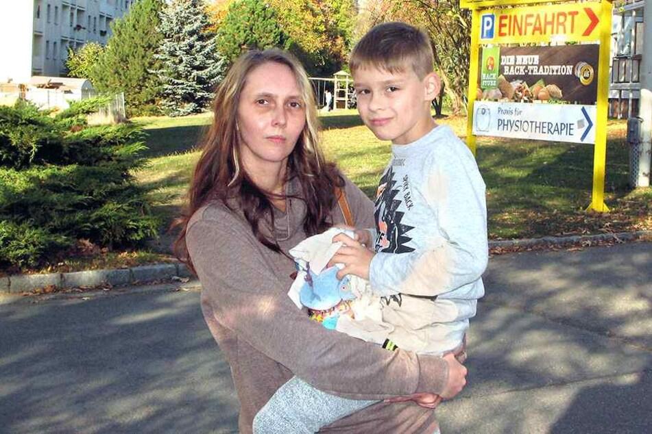 Da hat sie ihren fröhlichen Ausreißer wieder: Yvonne Banitz (34) mit Sohn Adrian-Diego (8).