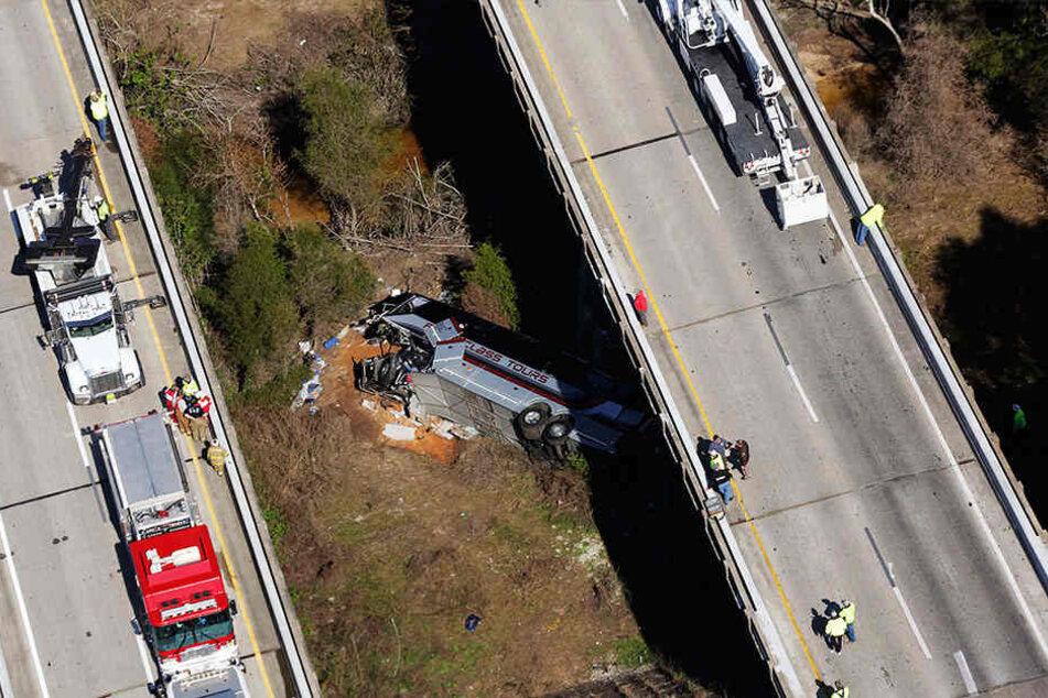 42 Passagiere wurden bei dem Unglück schwer verletzt.