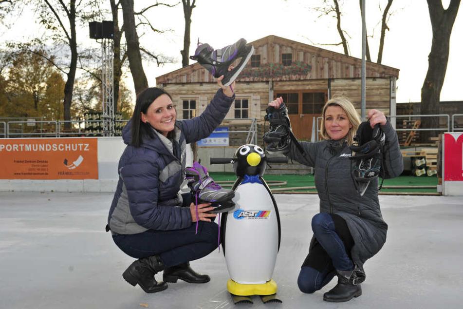 Sandra Gierth (29) und Victoria Wagner (29) auf der Eisbahn am ehemaligen Erlenbad in Zwickau.