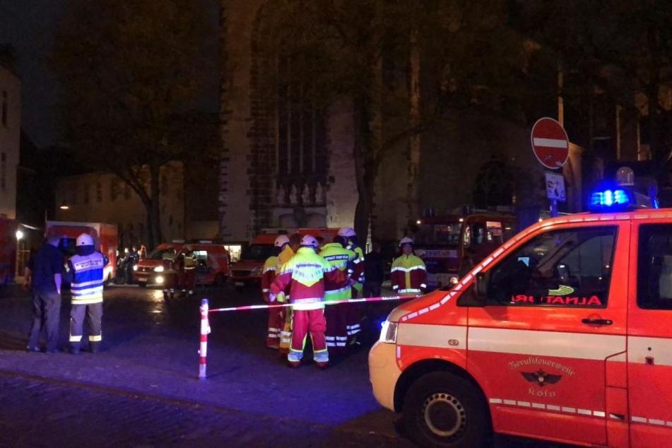 Die Feuerwehr rückte mit etlichen Kameraden zu dem Feuer in der Kölner Südstad an.