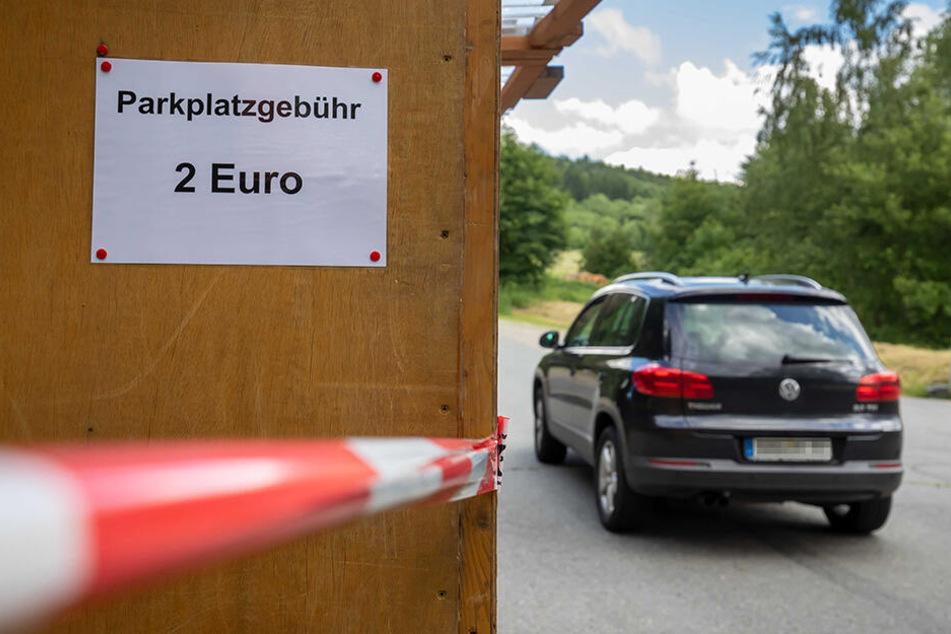 Achtet bitte unbedingt auf den ausgeschilderten Zentralparkplatz an der Auffahrt zum Pöhlberg.