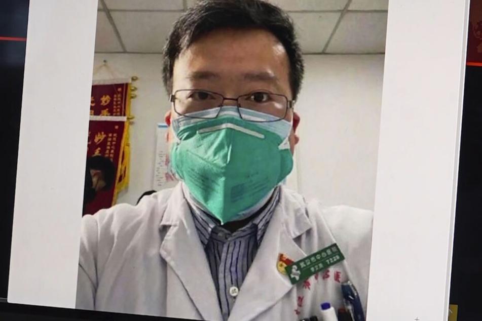 Dieses Bild aus dem Video, zeigt ein Selfie von Dr. Li Wenliang. Nach dem Tod des chinesischen Arztes Li Wenliang hat die chinesische Regierung eine offizielle Untersuchung gestartet.