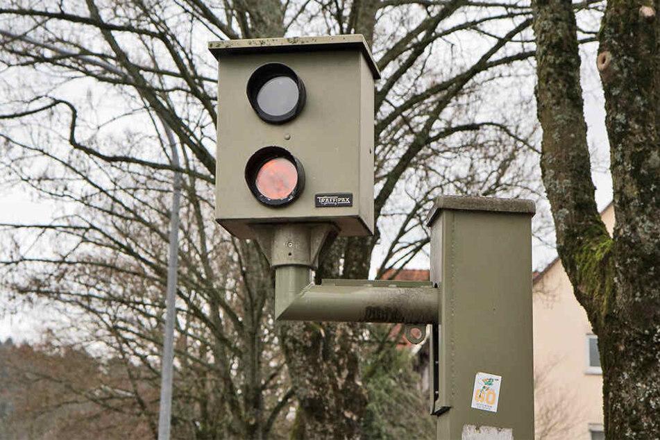 In Gütersloh werden in 2017 drei weitere Blitzer aufgestellt (Symbolbild).