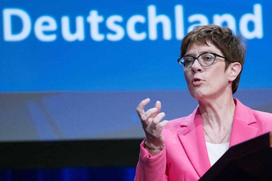 Annegret Kramp-Karrenbauer warnt vor den Grünen. (Symbolbild)