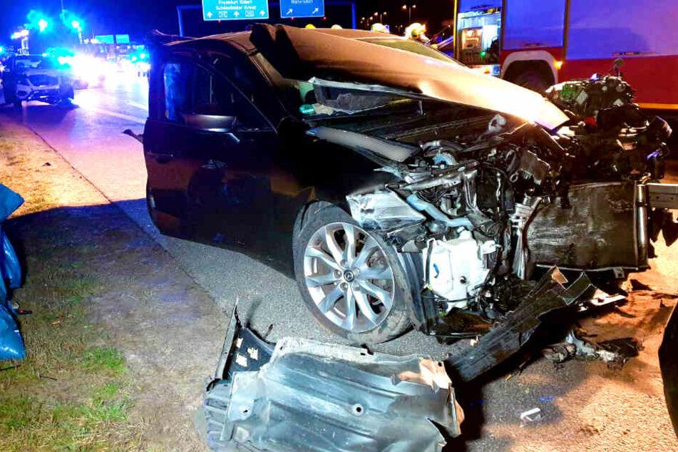 Vier Autos und ein Kleintransporter sind zusammengestoßen.