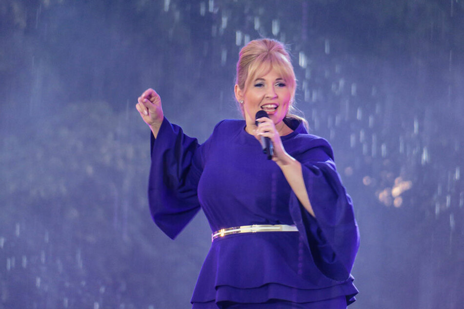 Maite Kelly trällert fröhlich auch bei Regen.