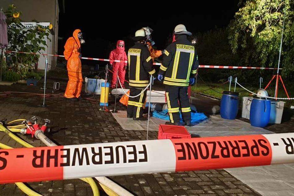 Behälter mit chemischer Substanz: Mann verletzt, Haus evakuiert