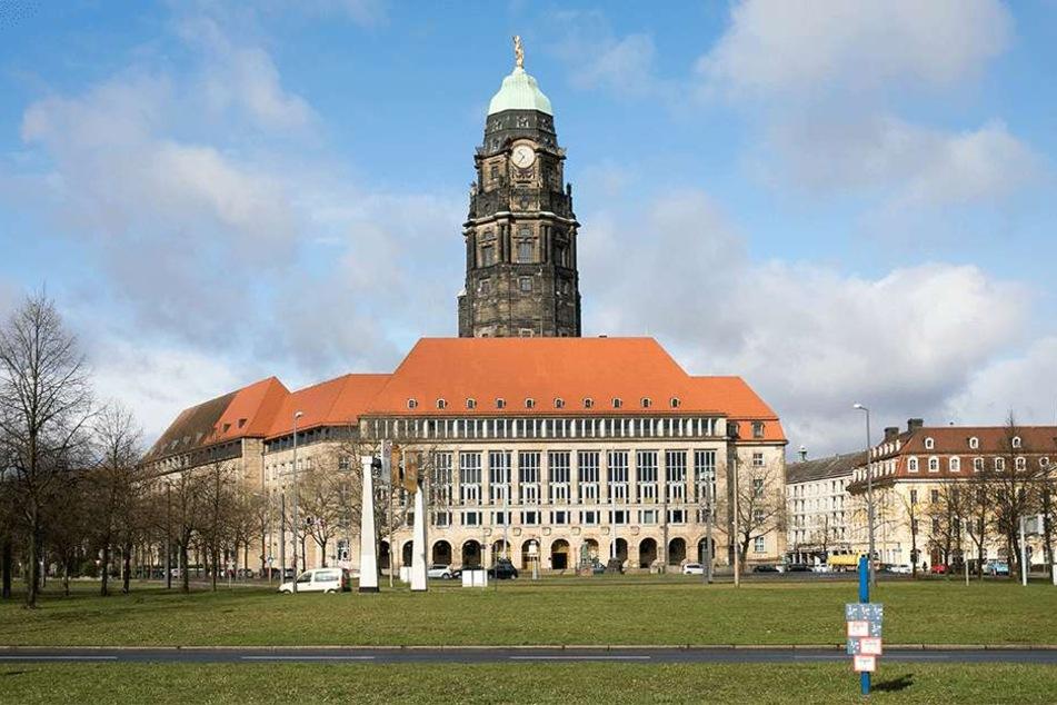 Auf der Rathaus-Südseite, direkt unter dem Dach, wurde das Rechenzentrum der Stadt eingebaut. Doch es gibt Hitzeprobleme.