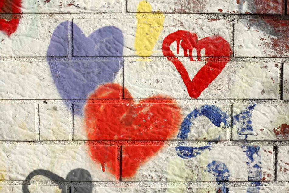In Wilsdruff beschädigten Unbekannte mehrere Gegenstände mit Liebesbekundungen. (Symbolbild)