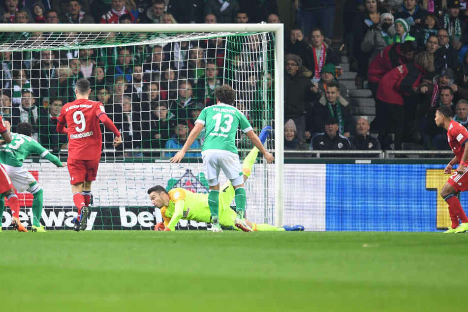 Werder-Keeper Pavlenka war beim Treffer zum 2:1 chancenlos.