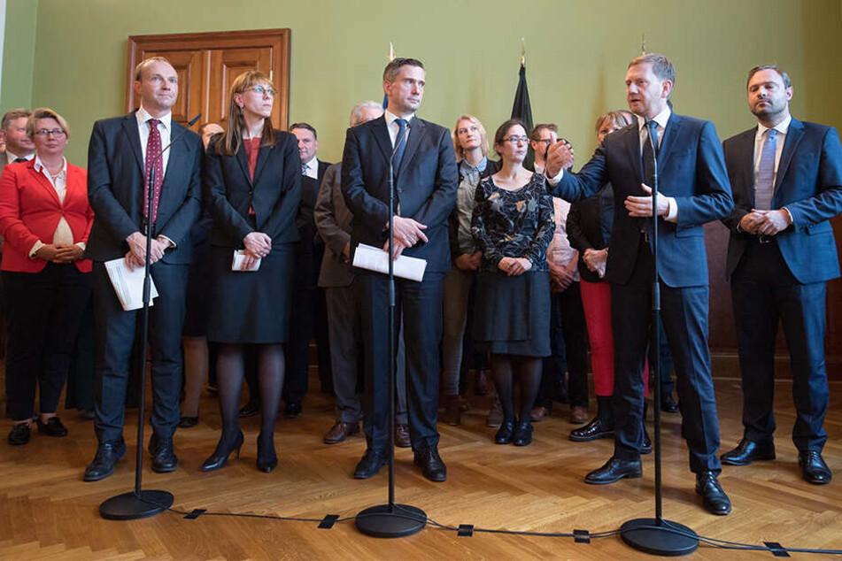 Genug sondiert, nun geht es in die Koalitionsverhandlungen. Und sie stehen an der Spitze: Wolfram Günther (46, Grüne), Katja Meier (40, Grüne), Martin Dulig (45, SPD), Michael Kretschmer (44, CDU, v.l.).