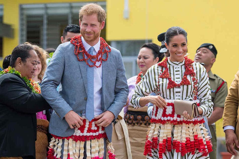 Seltener Anblick: Harry und Meghan in tongalischer Tracht.