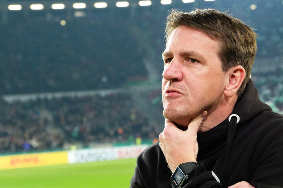 Ex-Hannover-Coach Daniel Stendel soll in England im Spielertunnel attackiert worden sein.