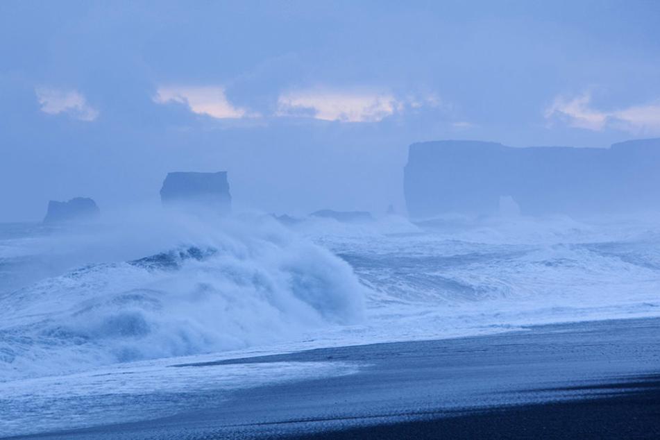 An der Küste des Kap Dyrhólaey wurde die Frau ins Meer gerissen. (Symbolfoto)