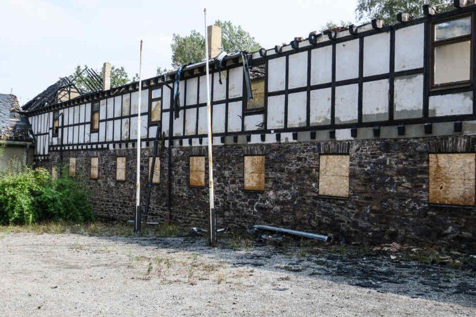 Der zerstörte Mittelteil des Gebäudes am Samstag.