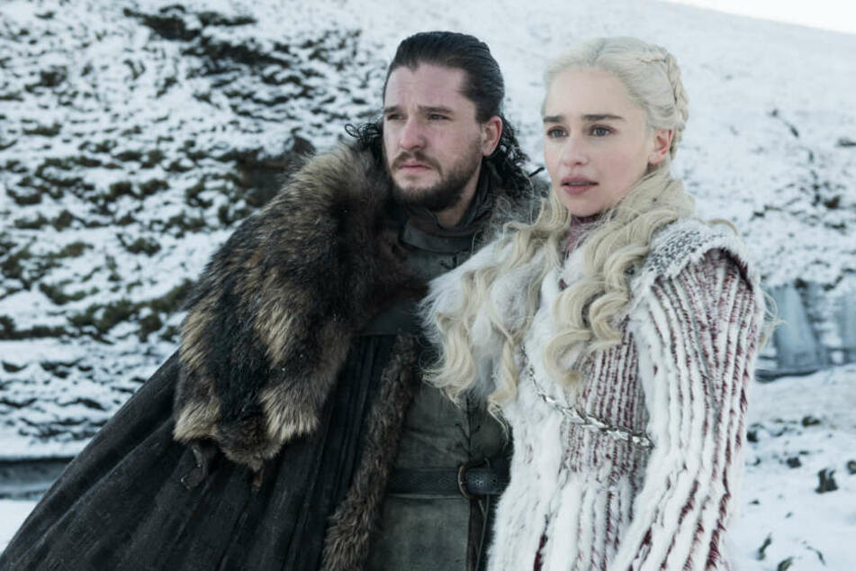 Eltern lieben den Namen von Jon Schnee (links). Daenerys Targaryen kommt hingegen in Geburtsurkunden nur selten vor.