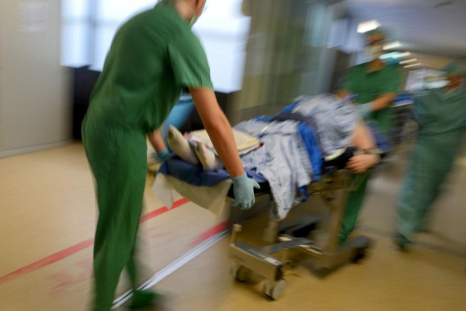 Mit Kopfverletzungen musste der Autofahrer in die Klinik (Symbolfoto).