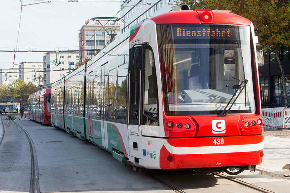 Am Mittwoch fuhren am Stadthallenpark wieder Straßenbahnen - erstmal nur zur Probe.
