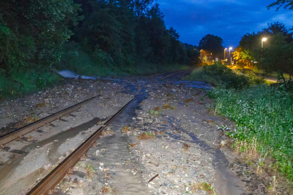 Bei einem schweren Unwetter Ende Mai waren die Gleise teilweise Über- und unterspült worden.