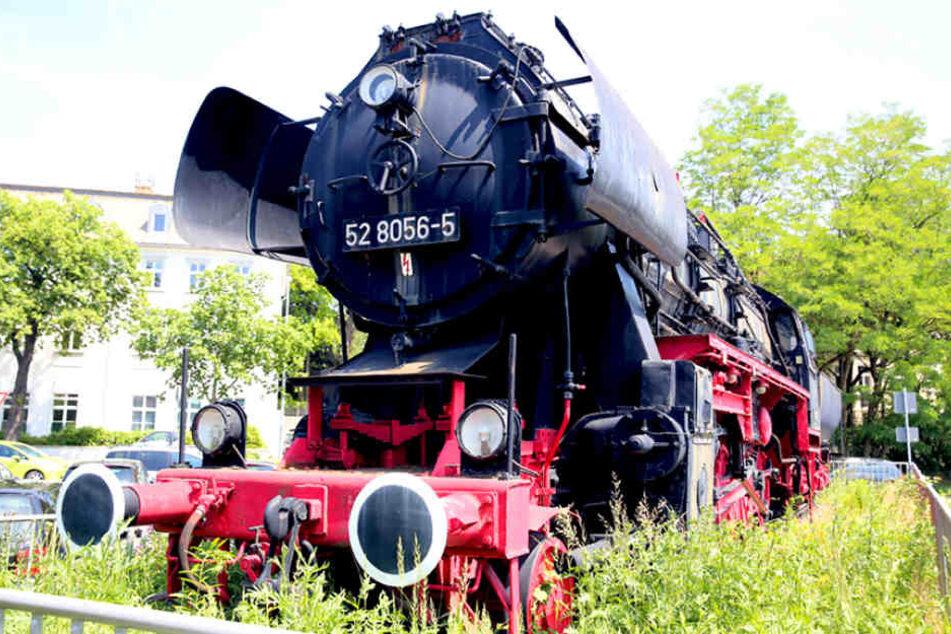 Noch steht das kolossale Dampfross vorm Hauptbahnhof in Bautzen.