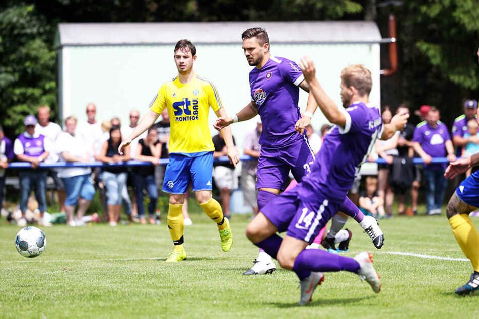 Aue-Stürmer Pascal Testroet (Zweiter von links) erzielte drei Tore für den FCE.