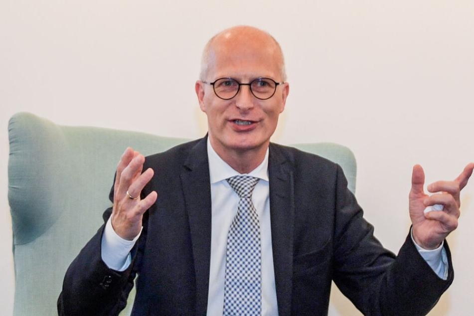 Bürgermeister Peter Tschentscher (SPD), Hamburgs Erster Bürgermeister, spricht auf einer Presseveranstaltung.
