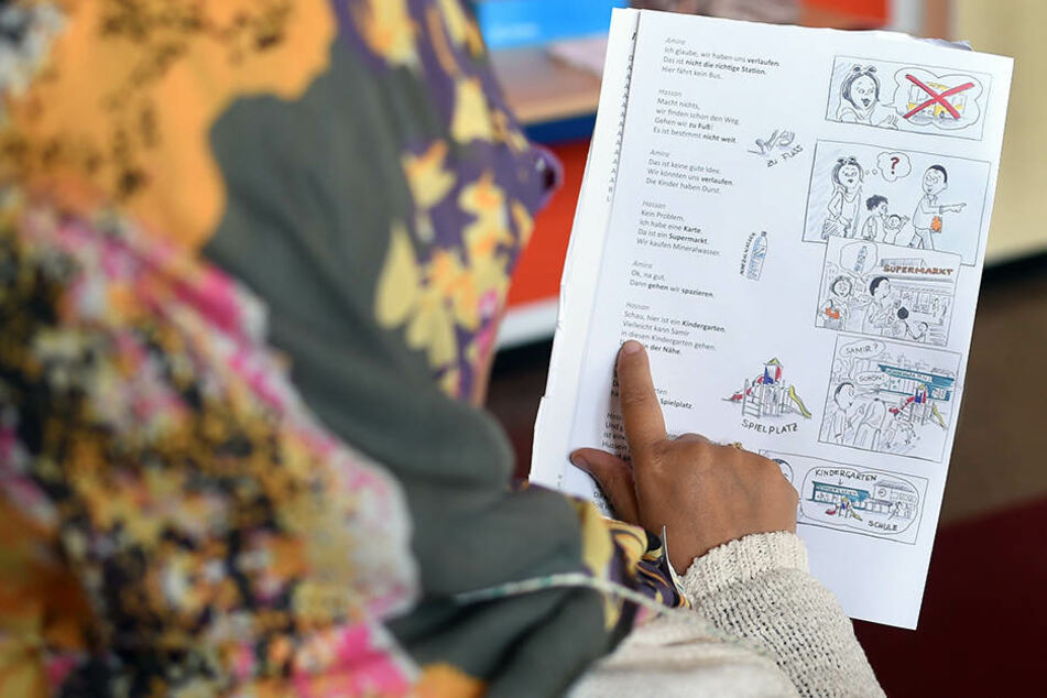 Fast 600 Migranten lernen in Thüringen Deutsch an Volkshochschulen.