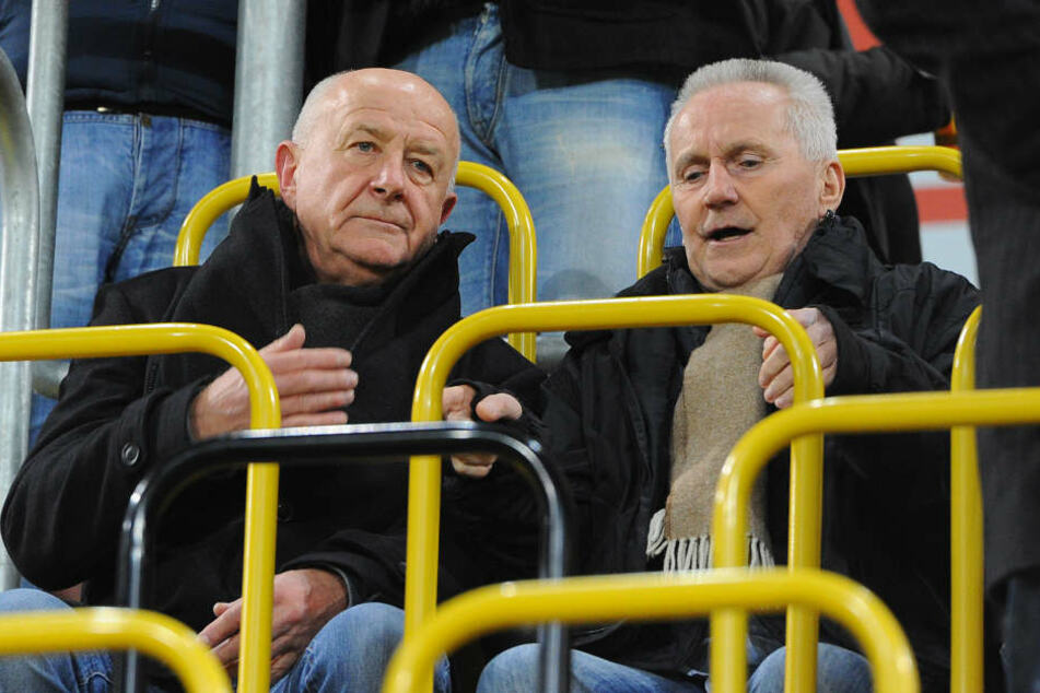 Zwei ehemalige Dynamo-Profis auf der Tribüne: Hansi Kreische und Reinhard Häfner.