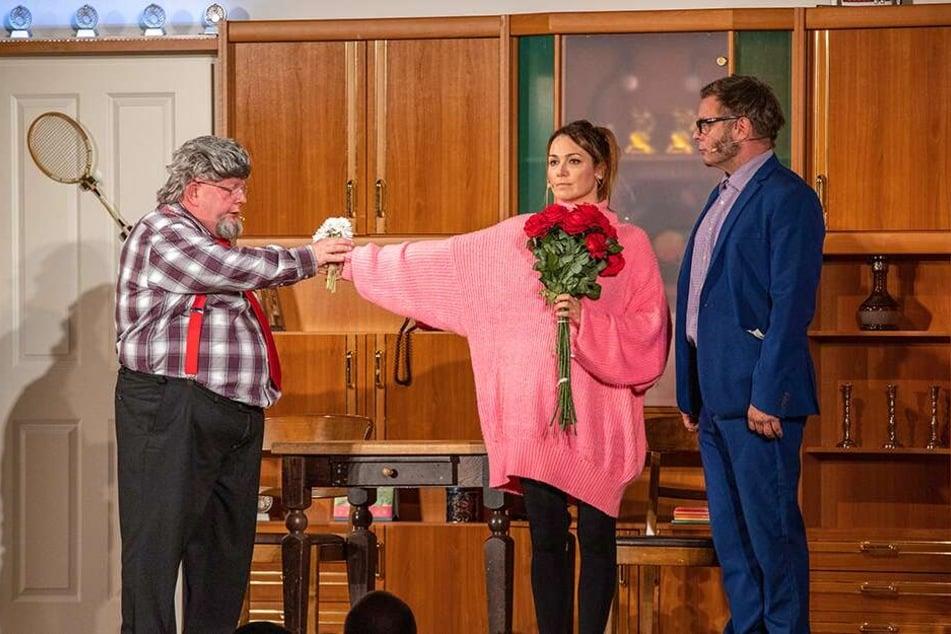 Was ist hier hässlicher: das biedere Karohemd von Holger Blum (55, l.) oder der rosa XXL-Pullover von Lydia Ernst (39)?