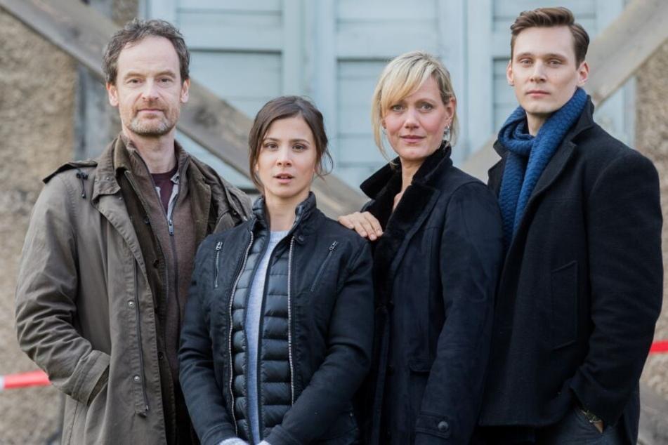 Aylin Tezel (2. v. l.) spielt im Dortmunder Tatort Nora Dalay.