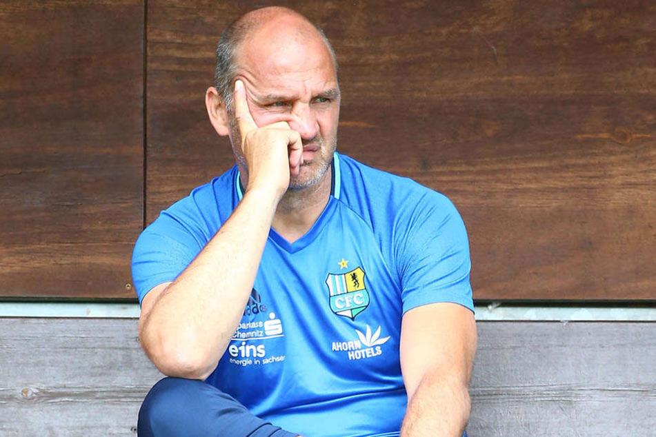 Sport-Vorstand Steffen Ziffert hat keinen Grund, grimmig drein zu schauen. Der Kader der Himmelblauen steht - bis auf eine Position im Angriff.