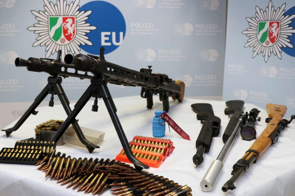 Diese sichergestellten Waffen hatte die Polizei beschlagnahmt.
