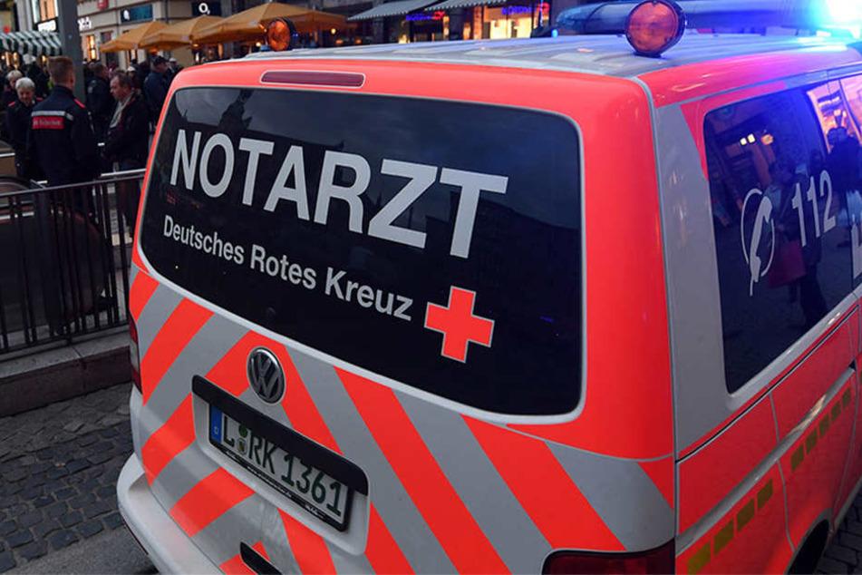Die 66-Jährige kam aufgrund gesundheitlicher Probleme von der A38 ab und prallte gegen zwei Leitpfosten und einen Betonsockel. Sie kam schwer verletzt ins Krankenhaus.