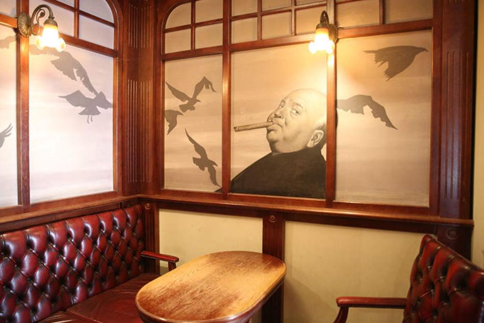 Die Wandkunst, hier Alfred Hitchcock und seine Vögel, wird verschwinden.