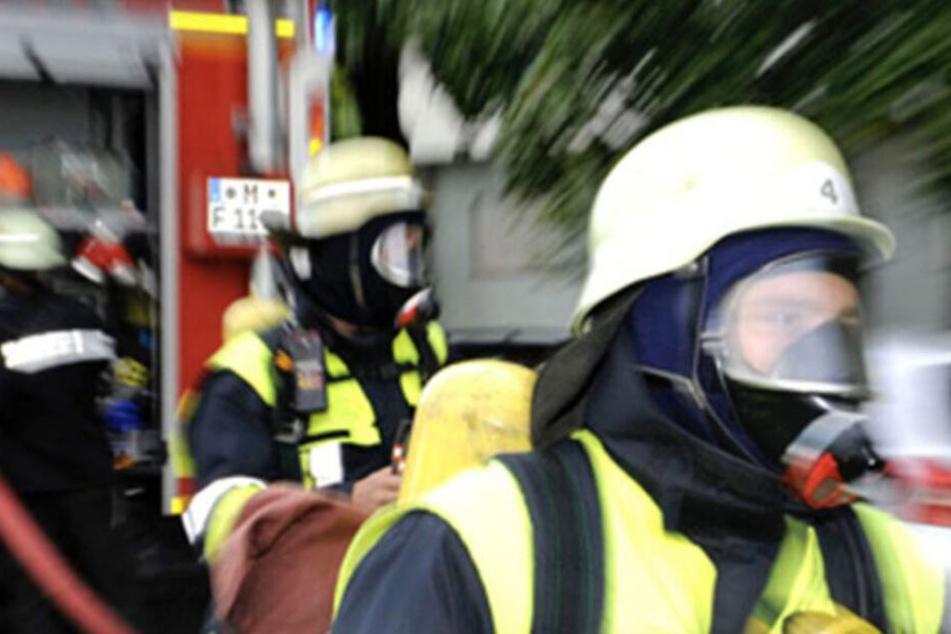 Wenn die Feuerwehr ausrückt, fallen Kosten an. Wer muss dafür bezahlen? (Symbolbild)