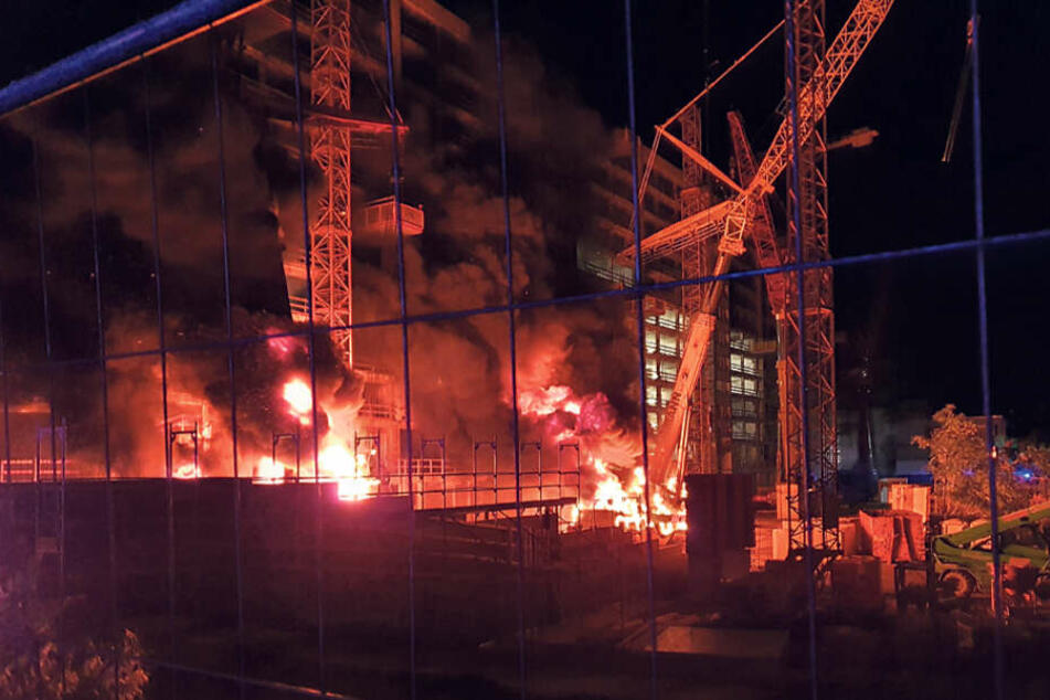 In der Nacht zum 3. Oktober standen zwei Baukräne auf einer Baustelle der CG-Gruppe in der Prager Straße in Flammen.